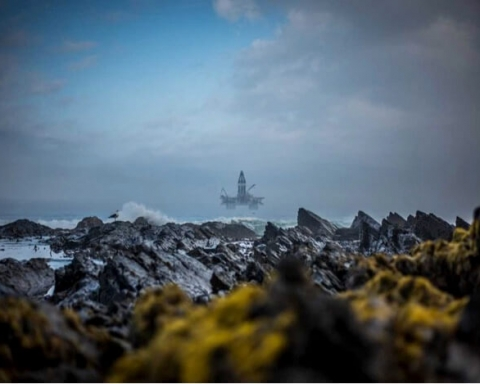 oil rig in sea